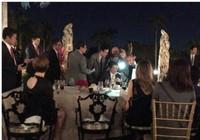 Ông Trump bàn chuyện 'quốc gia đại sự' giữa bàn tiệc
