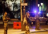 Pháp khóa chặt Champs Élysées truy lùng khủng bố