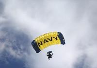 Dù hỏng, đặc nhiệm SEAL rơi thẳng xuống sông tử nạn