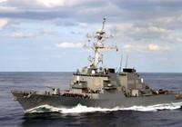 Tàu khu trục Mỹ đụng tàu hàng ngoài khơi Singapore