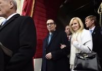 Vợ bộ trưởng Mỹ phải xin lỗi vì ... 'khoe của'