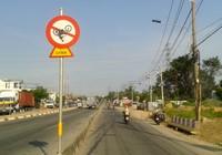 Biển báo giao thông khiến ai cũng phải... ngoái nhìn