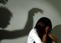 Tắm cho bé gái 10 tuổi con của chị vợ rồi... hiếp dâm