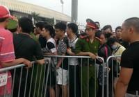 Phe vé lại tung hoành trong ngày bán vé Việt Nam - Man City