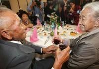 Cuộc hội ngộ 12 giờ của cặp vợ chồng ly biệt 65 năm