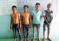 Bốn thanh niên hiếp dâm thiếu nữ bị công an bắt tại trận