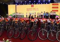 Bình Định: Trao 50 chiếc xe đạp cho học sinh nghèo hiếu học