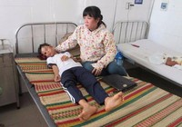 Mẹ bị điện giật, 2 cháu mồ côi được nhận lo ăn học