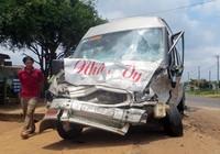 Hai ô tô tông trực diện, 6 người chết và bị thương
