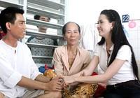 Phan Thị Mơ 'tiếp sức' cho người cha bệnh tim nuôi con bệnh ung thư