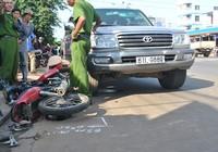 Ô tô cán ba xe máy làm bốn người trọng thương