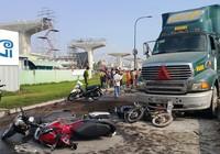 Ô tô đâm hàng loạt xe máy, cửa ngõ Sài Gòn kẹt cứng