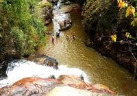 Tự thả mình theo nước, ba du khách Anh tử nạn ở thác Datanla