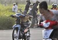 Bị đâm chết vì rủ người khác đua xe