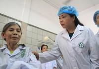 Bộ trưởng Y tế thăm bệnh nhân chạy thận ở Hòa Bình