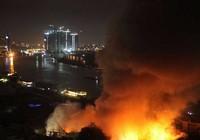Cháy, nổ dữ dội bên trong cảng Sài Gòn
