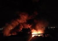 Đang cháy, nổ dữ dội bên trong cảng Sài Gòn