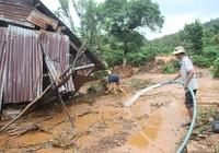 Vỡ đập nhiều nhà dân bị cuốn trôi tài sản