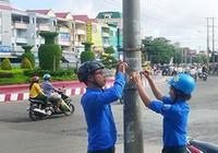 Bình Phước mạnh tay với số điện thoại dán trên cột điện