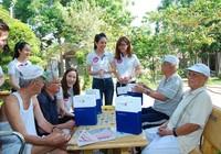 Viet Capital Bank tặng quà tết tại Viện dưỡng lão Thị Nghè
