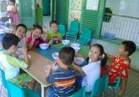 Dạy nấu ăn cho trẻ con nhưng thực hành món ăn của … người lớn!
