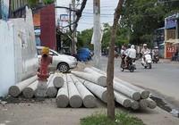 Đống trụ điện có thể chèn người đi đường