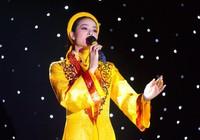 Nghe Phạm Hương hát Dạ cổ hoài lang tại cuộc thi Hoa hậu Hoàn vũ
