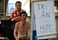 Chàng Việt kiều Mỹ cắt tóc miễn phí trên vỉa hè Sài Gòn