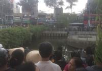 1 người đàn ông rơi xuống cầu số 1 - kênh Nhiêu Lộc