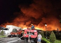 Chùm ảnh: Trắng đêm dập lửa tại khu công nghiệp ở Hải Phòng