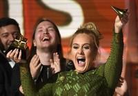 """Grammy 2017: Adele giành """"cú đúp"""" với Hello"""
