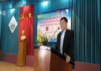 Ông Jonathan Hạnh Nguyễn tặng bữa ăn sáng cho học sinh