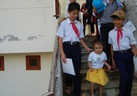 Học sinh huyện đảo Lý Sơn nô nức đi nhận học bổng