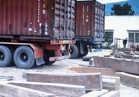 """Bắt nhóm tài xế """"rút ruột"""" container gỗ xuất khẩu"""