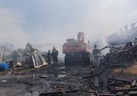 Cháy lớn công ty gỗ tại Bình Dương