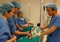 Lần đầu tiên ghép tế bào gốc chữa bại não tại Việt Nam