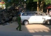 Đi đám tang, ô tô gặp nạn, ba người tử vong