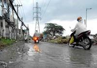 TP.HCM: Nhiều đường ngập nhẹ sau trận mưa đầu mùa