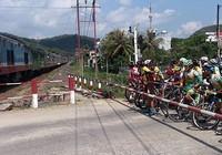 Xe đạp Cúp TH TP.HCM 201: Lại gặp sự cố xe lửa