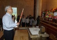 Tổng Bí thư dâng hương tại đền thờ Hồ Chủ tịch ở Cao Bằng