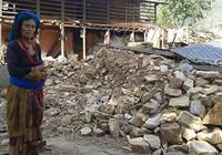 Nepal chia rẽ, cứu trợ trì trệ