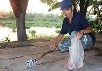 Ông bảo vệ dân phố lượm ve chai, mua gạo cho người nghèo