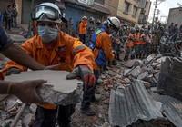 Nepal vừa tìm kiếm thi thể vừa cứu trợ nạn nhân động đất