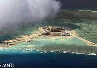 Trung Quốc đưa hai khẩu pháo đến đảo nhân tạo