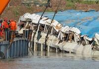 Thảm kịch tàu du lịch Ngôi sao phương Đông: Đưa xác tàu lên mặt nước