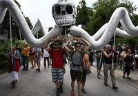 Hàng ngàn người phản đối hội nghị G7
