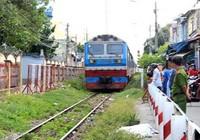Đứng giữa đường ray bị tàu hỏa tông chết