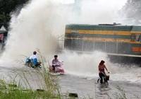 Nước ngập đe dọa đường tàu