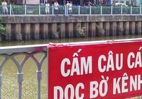 Câu cá trên kênh Nhiêu Lộc, dẹp được không?