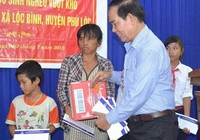 Tân Hiệp Phát tặng quà cho học sinh nghèo Huế, Đà Nẵng